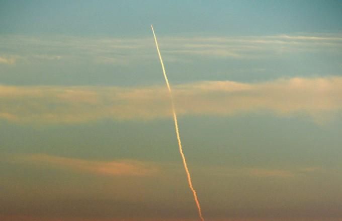 鹿児島市与次郎から望む、H2Aロケットの軌跡