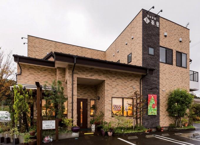 タイル張りの串木野インター店。ほかに元町店もある
