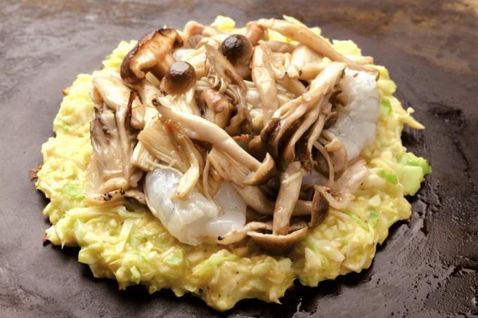 シイタケ、シメジ、エノキダケ、マイタケ、エリンギの5種類のきのこを使った「きのこ玉」。写真はミックス