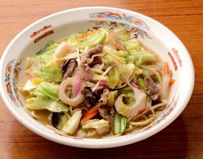 長崎ちゃんぽん。具材のうま味がよく出るよう豚肉、エビ、イカ、野菜の順で炒める