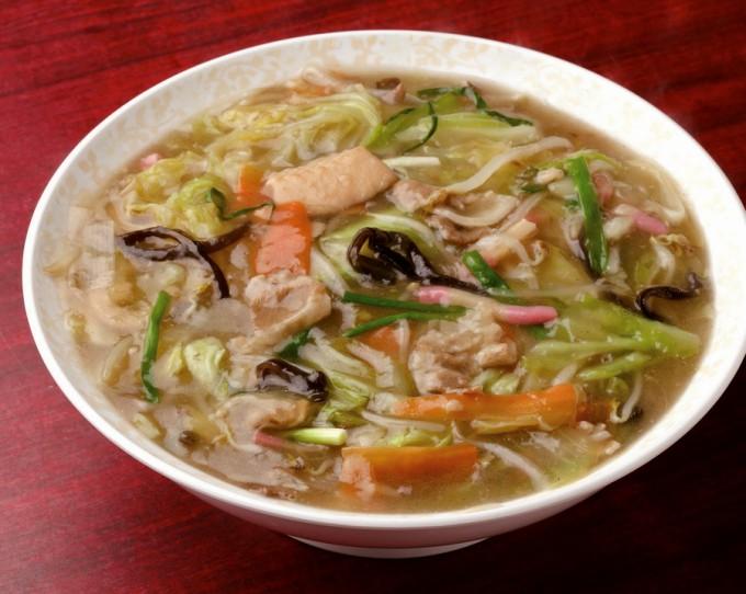 人気ナンバーワンの特製ちゃんぽん。とろみのあるスープで冷めにくい