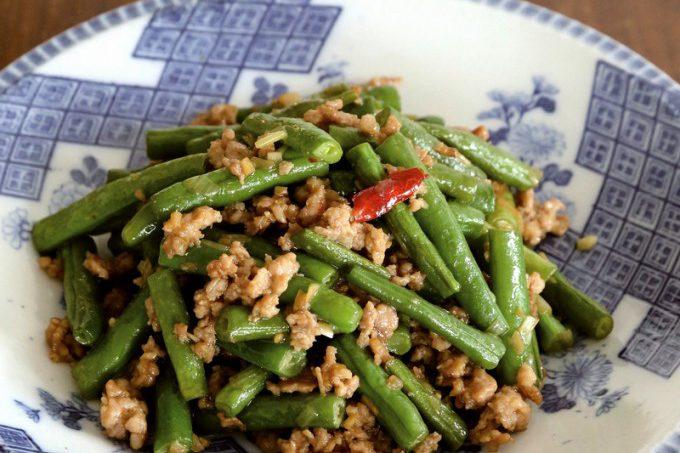 門倉多仁亜のサヤインゲンと豚ひき肉の炒め物