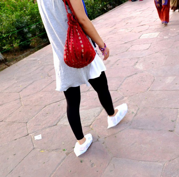 この白い靴カバーね