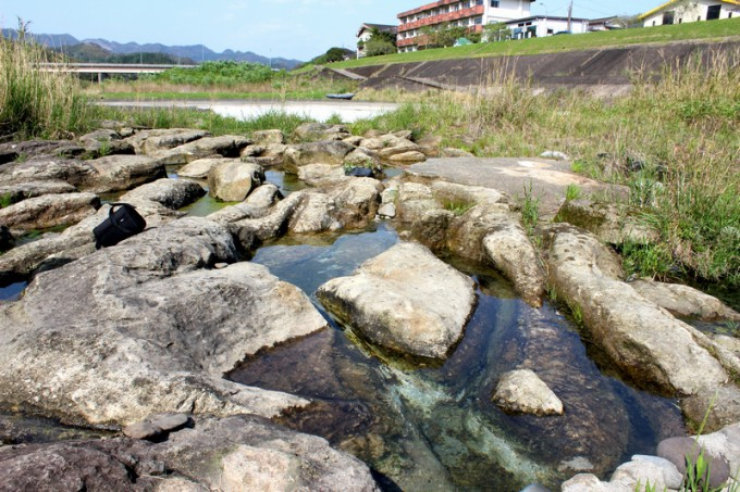 川内川の河川敷にある足湯