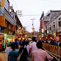 インド・バラナシの繁華街