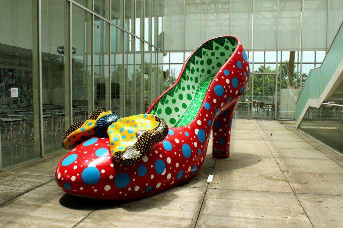 霧島アートの森 草間彌生作「赤い靴」