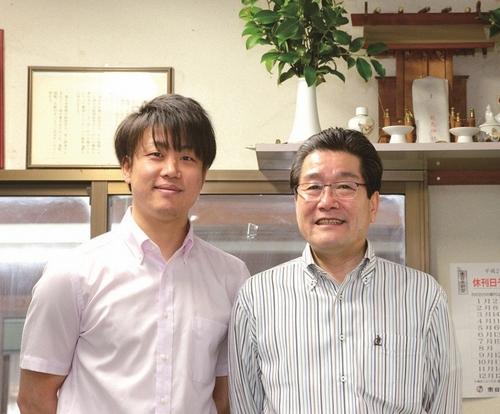 末永利隆所長(右)親子