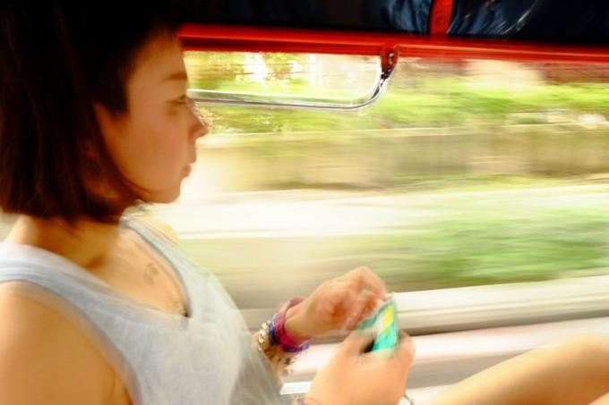 タイ名物の三輪タクシー、トゥクトゥクで街を疾走~