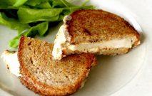 ナシとチーズのグリルサンドイッチ