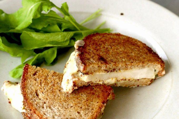 門倉多仁亜のナシとチーズのグリルサンドイッチ