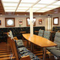 高速船甑島の船内