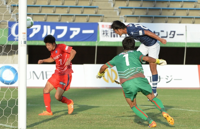 鹿児島ユナイテッドFC DF_27 冨成慎司選手プレー中