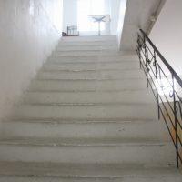 AGARUI 店内に向かう階段
