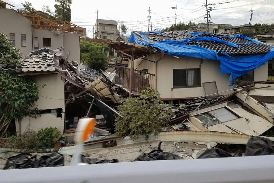 地震の爪痕が残る益城町
