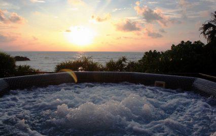 タラソ奄美の竜宮から望む夕日