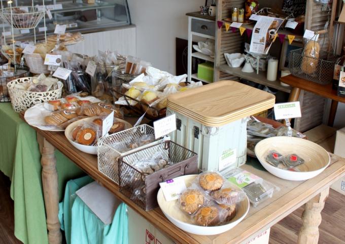 ショートケーキや焼き菓子も充実したビタースウィート
