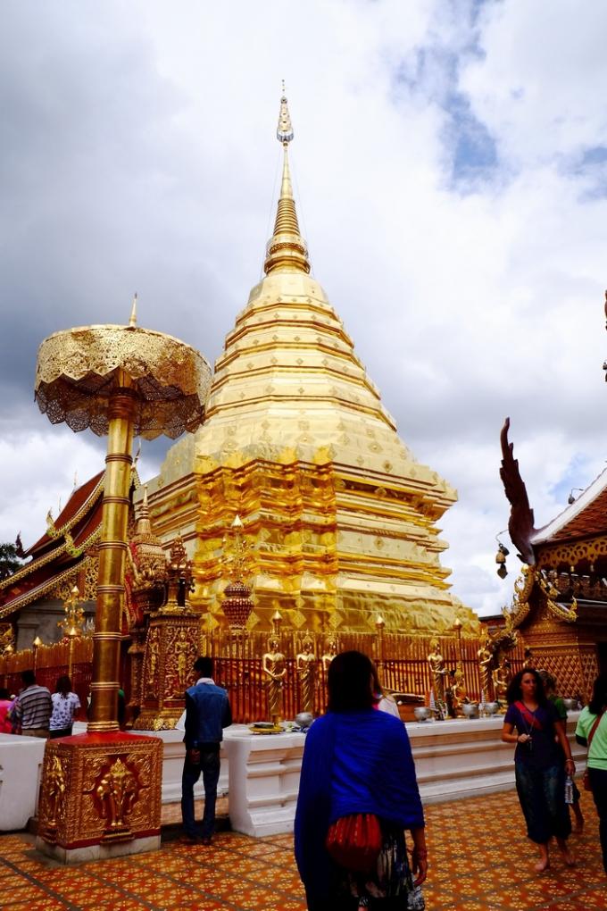ワット・プラタート・ドイステープ黄金の仏塔