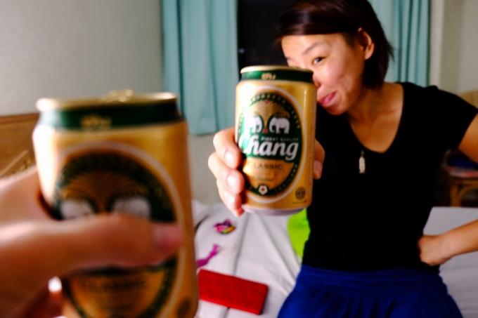 タイのチャーンビールでカンパ~イ!