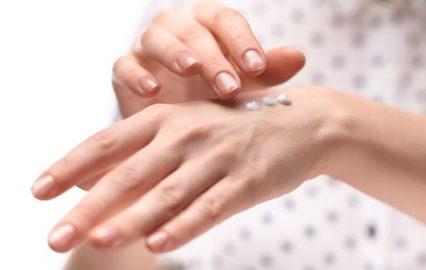 古い記事: 保湿アイテム人気TOP3。乾いた素肌にうるおいを