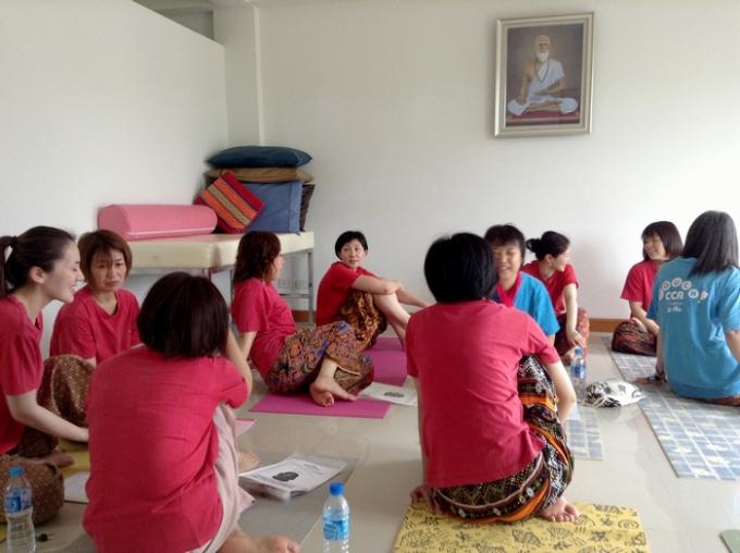.タイ古式マッサージの勉強中