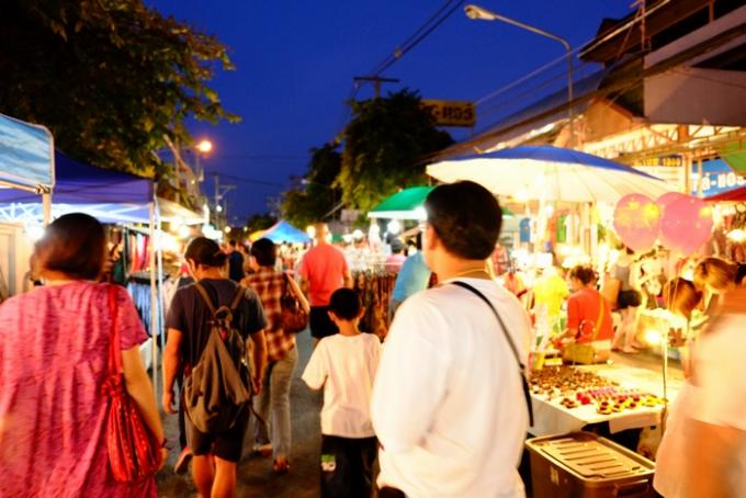 チェンマイのサンデーマーケット(夜)