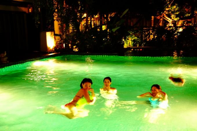 リゾート気分でプールへGO!