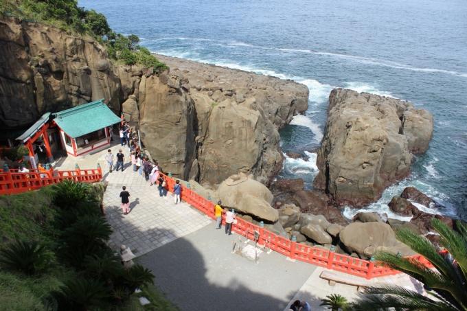 鵜戸神宮 雄大な太平洋と奇岩が連なる景勝地