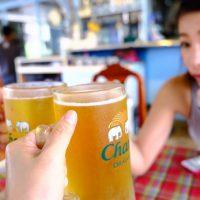 タイのリゾート地・クラビにてビールでカンパ~イ!!