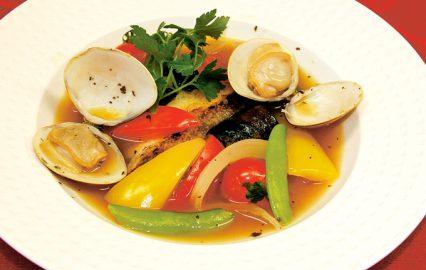 蛤と白身魚のアクアパッツァ