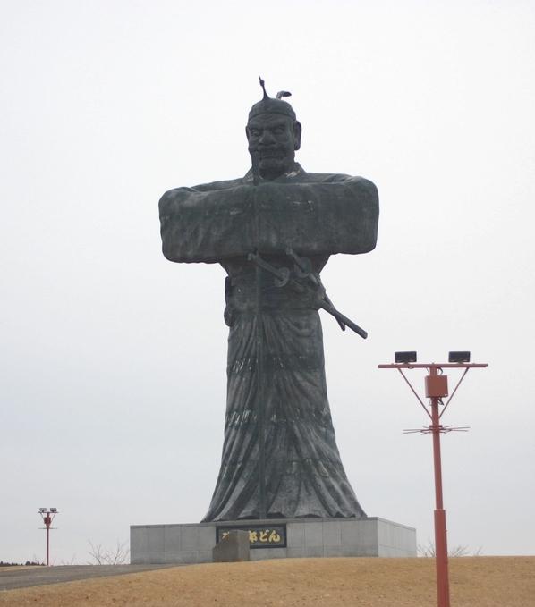 弥五郎どんの巨大銅像