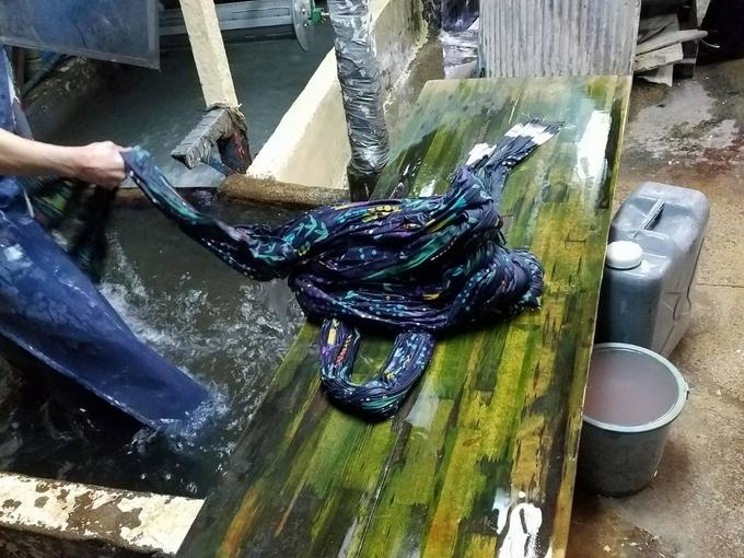 手ぬぐい製作工程③ 水洗い