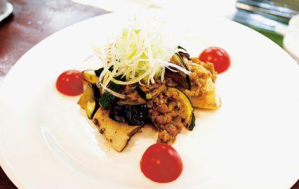 夏野菜と白身魚の中華ソースがけ
