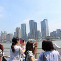 黄浦江を観光船に乗って