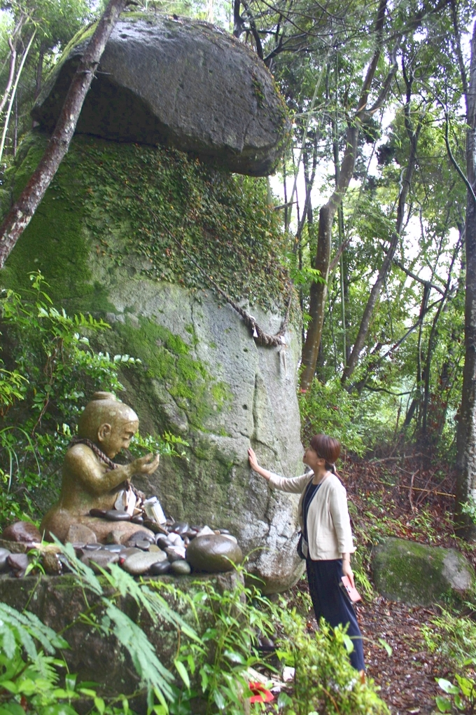 子授け岩の「男岩」