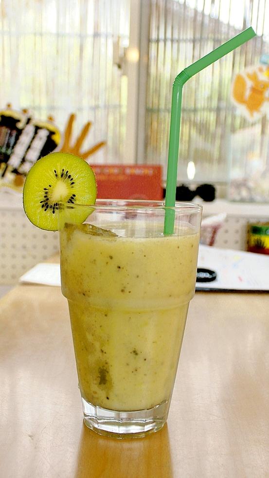 甘酒バナナ&キウイスムージー