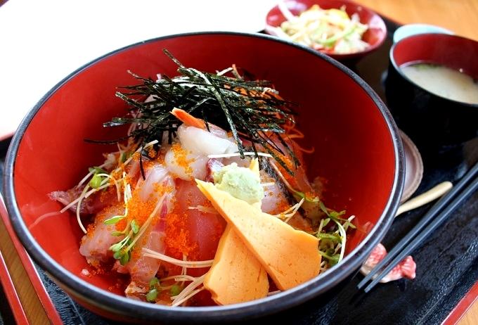 海鮮丼しおさい(照島海の駅食堂)