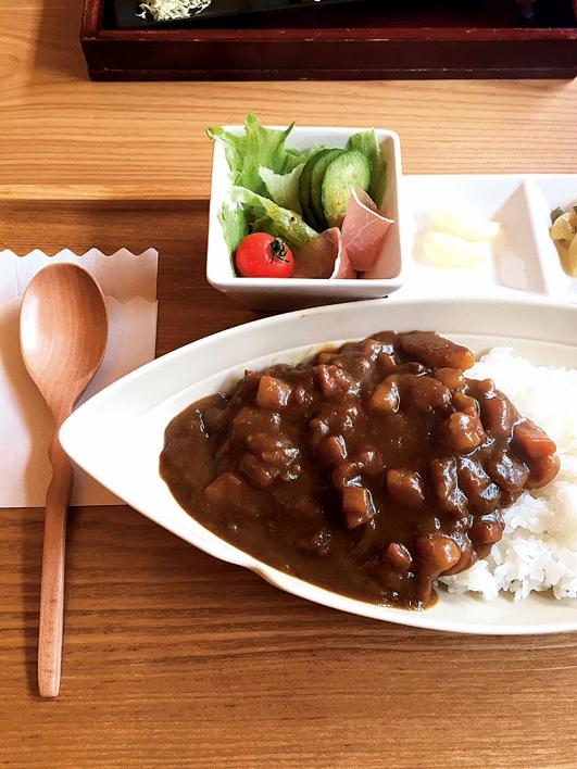川内高城温泉 竹屋旅館の温泉食堂名物・カレー