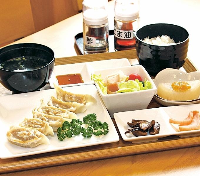 川内高城温泉 竹屋旅館の温泉食堂名物・餃子