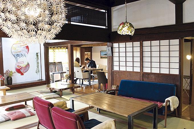 蒲生茶廊zenzaiの店内