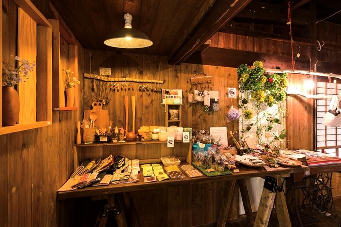 オリーブの木の店内