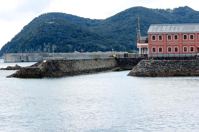 浜中港に残る石積み防波堤