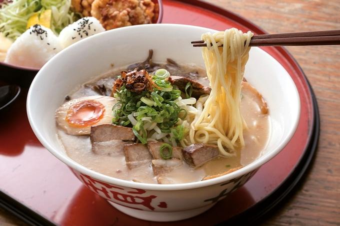 めん処 まんぷく「まんぷくラーメン 麺・唐セット」