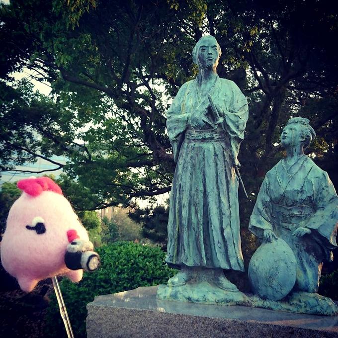 坂本龍馬、新婚の旅碑