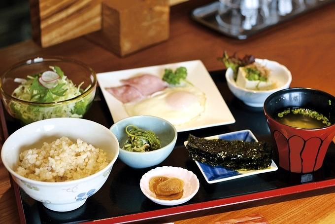 山有FUKUiTADAKi「ハムと目玉焼きの朝食御膳」
