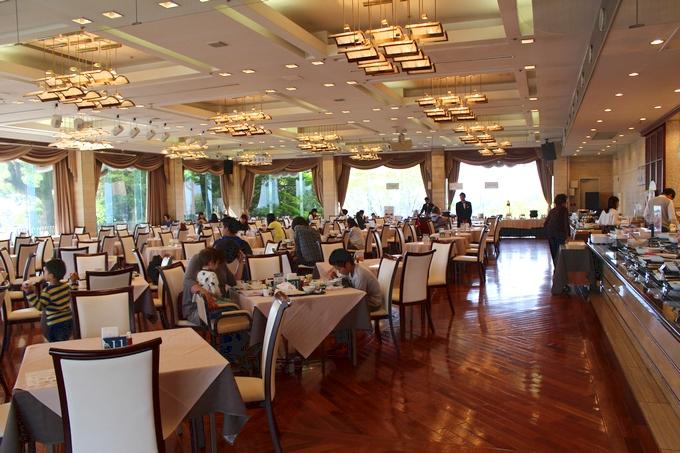 城山ホテル鹿児島 朝食会場「レインボーホール」