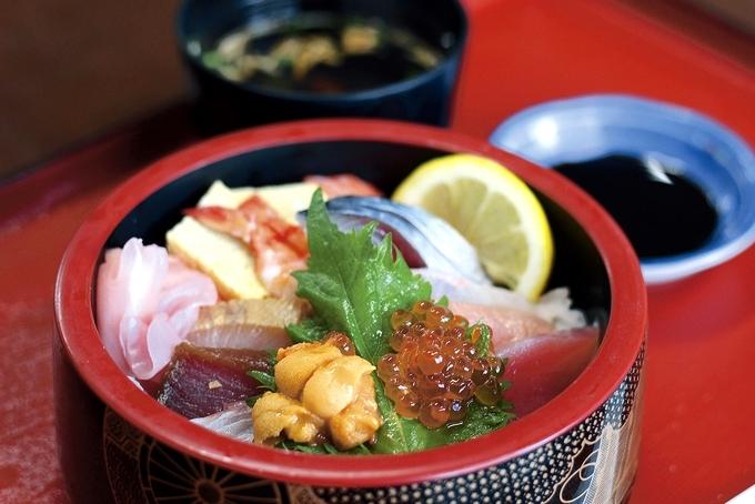 新港食堂「海鮮ちらし寿司」