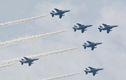 古い記事: 息ぴったりブルーインパルス。鹿児島市上空を飛翔【動画】