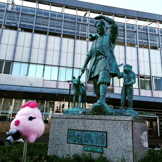 岡山駅東口の桃太郎像