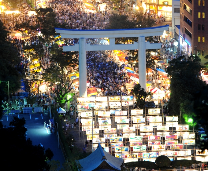 照国神社「六月灯」の風景