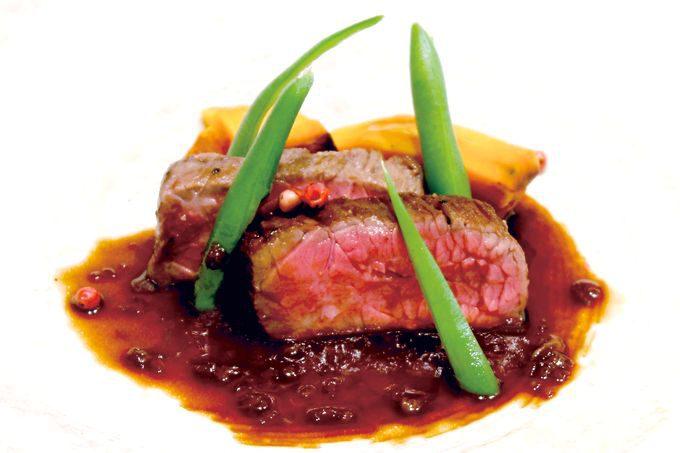 鹿児島県産黒毛和牛のロースト 赤ワインと黒酢のソース